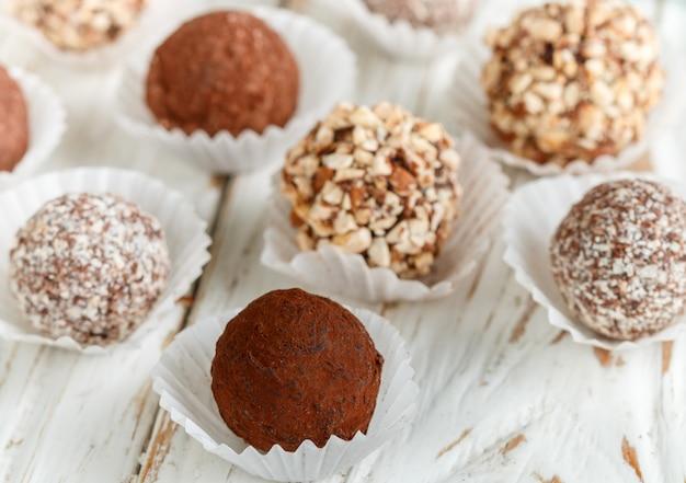 各種ダークチョコレートトリュフ