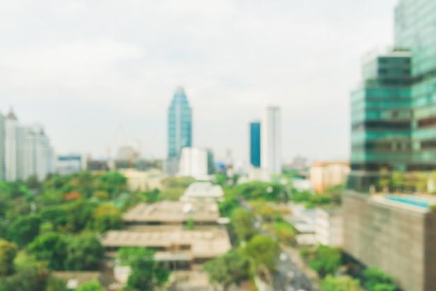 ぼんやりとした工業都市の背景 - バンコク市内の街並みが夕焼けと夕暮れの空、ボケライトビューの建物の屋根の上にぼやけています。背景のぼかしの概念。