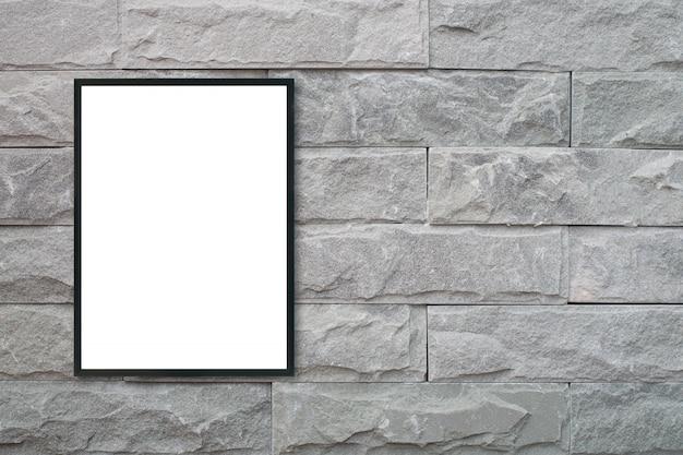 レンガの壁に空のポスターの額縁をモックアップ。