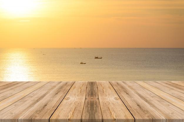 日没海にボート