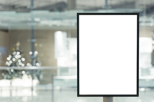 Анонс рекламный щит пустой торговый центр города