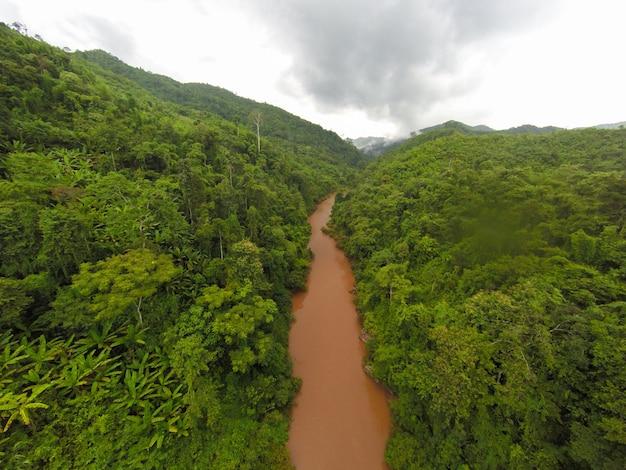 静かなエリア低地河川はしけ