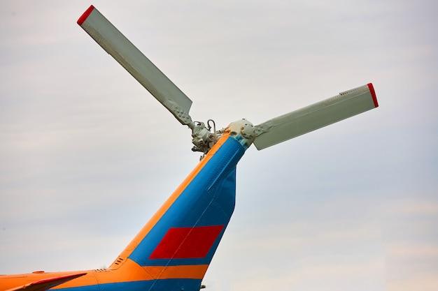 ヘリコプターからのプロペラをクローズアップ