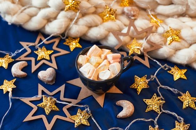 星とココアとマシュマロと巨大なカップとクリスマス要素の組成