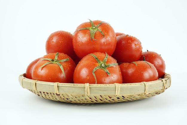 Свежий и питательный помидор