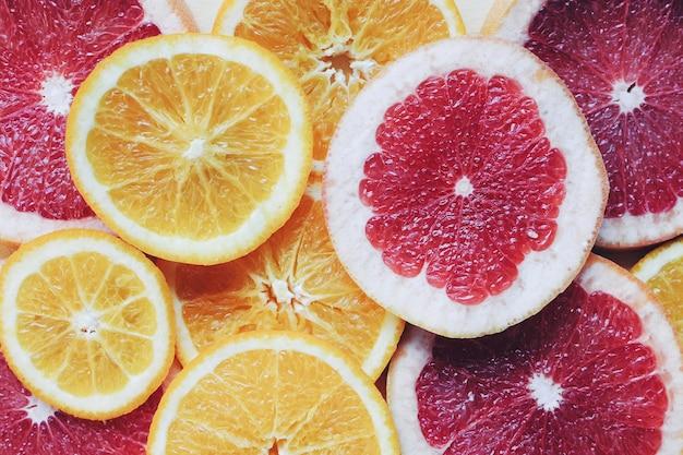 さまざまな果物のスライス、クローズアップ
