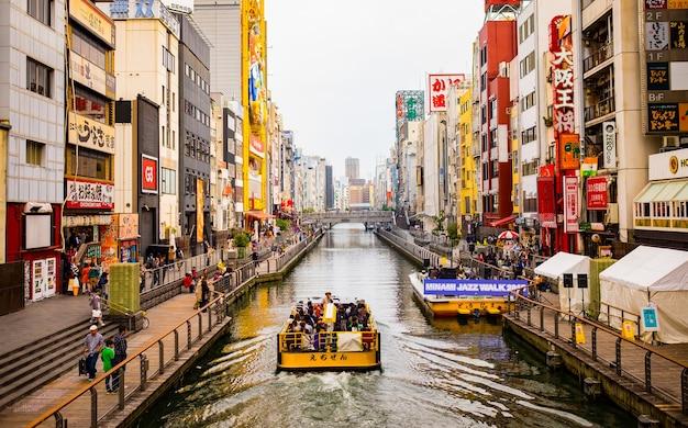 帆船と運河