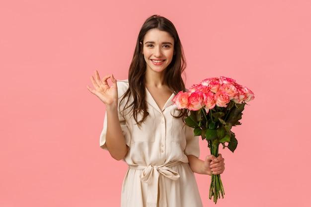 花の花束を保持しているブルネットの少女