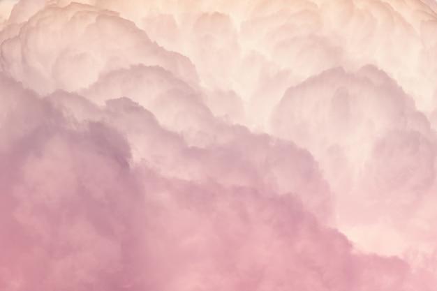 ピンクと白の背景の密な雲