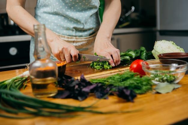 Пищевая фотография. приготовление овощного салата