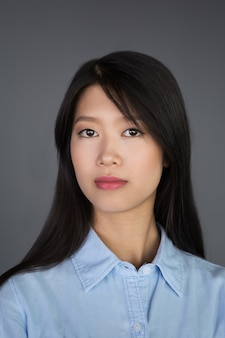若いアジアの女性実業家のクローズアップ肖像画