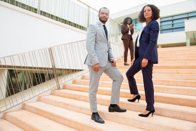 プロの多民族ビジネスチーム