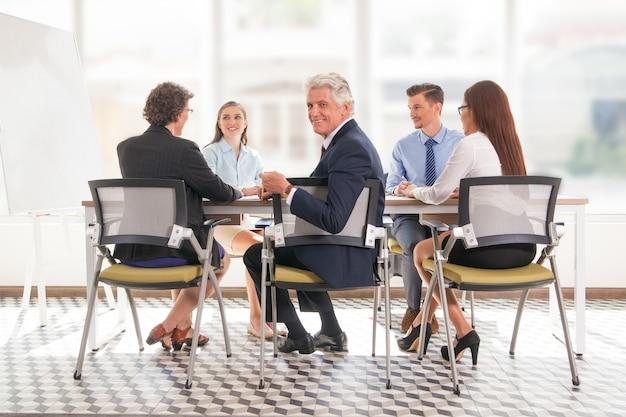 テーブル若いシニア連携管理
