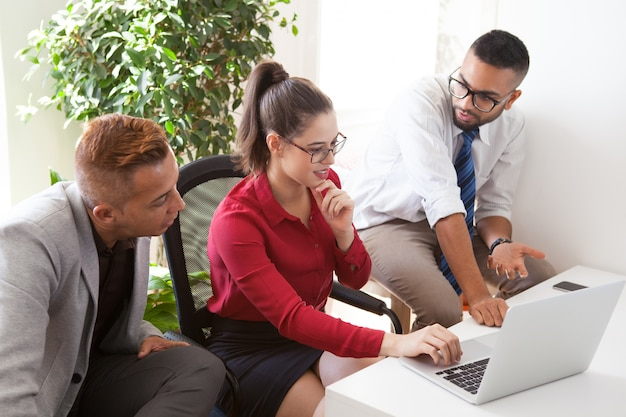 洗練された同僚の戦略を精緻化する
