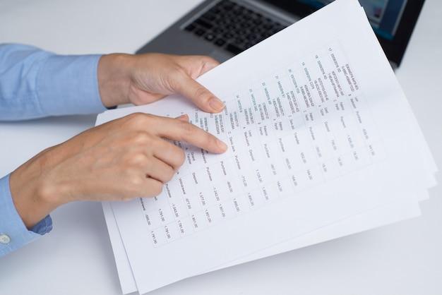 Маркетинговый аналитик, работающий с данными