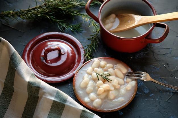 調理済みの白豆