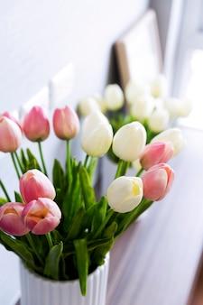 Поддельный цветок тюльпана для украшения дома