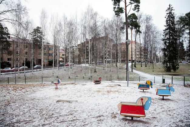 冬の空の遊び場
