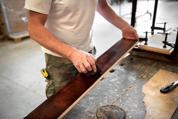 大工または木工職人染色ブライヤールートシート