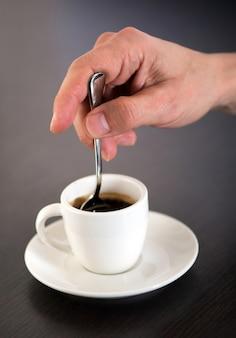 Чашка кофе эспрессо с ложкой