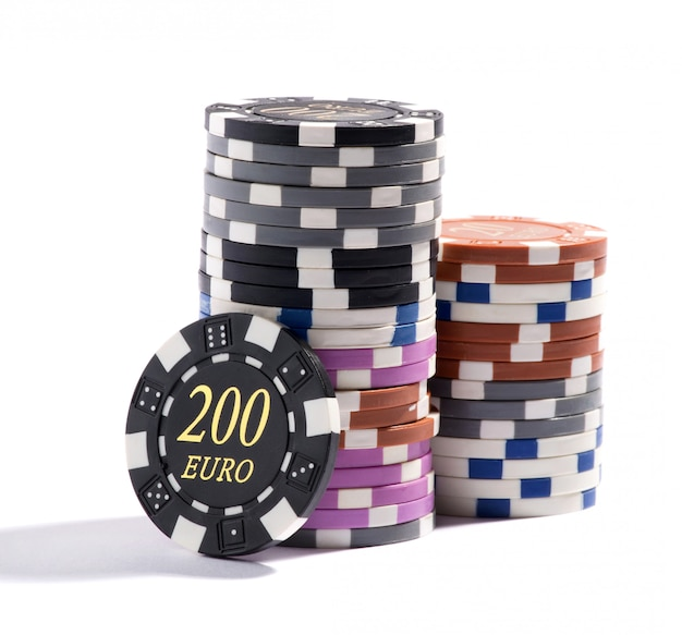 Стек фишек казино разных номиналов