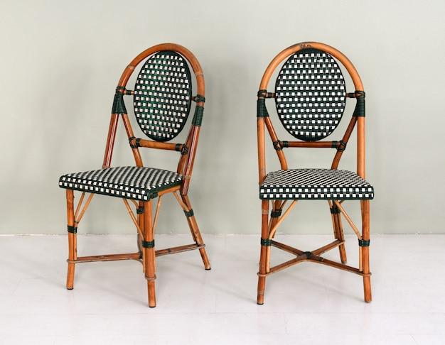 Пара бамбуковых стульев