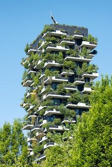 ミラノ、イタリアの垂直の森の建物