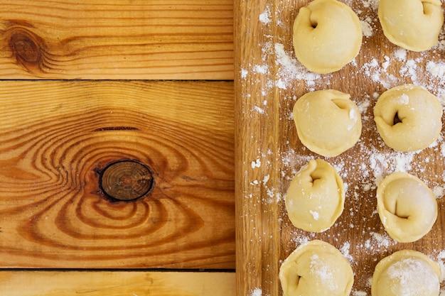 肉団子、ラビオリ、木製