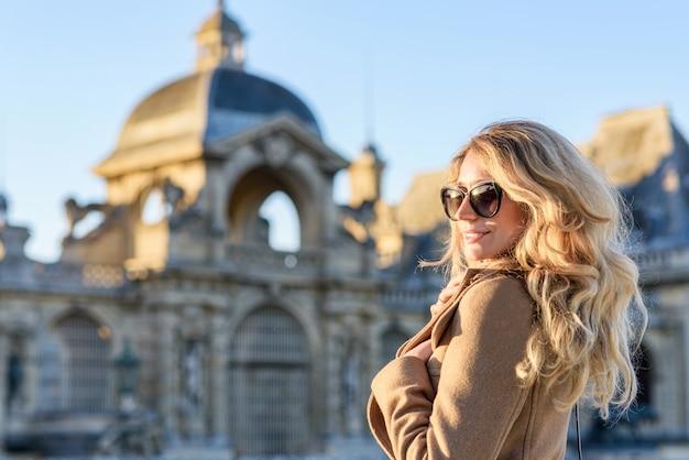 フランスのシャンティ宮殿の女性
