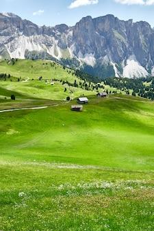 Валь гардена луговые поля и горы