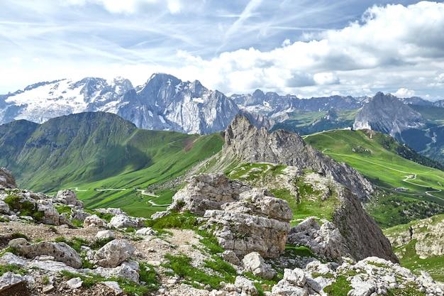 ドロマイト山脈のワイドショット