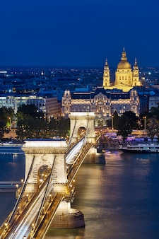 Знаменитый цепной мост ночью в будапеште