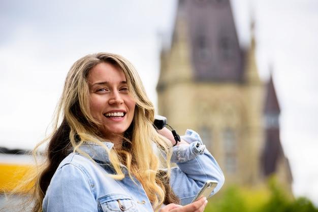 オタワの笑顔の女性