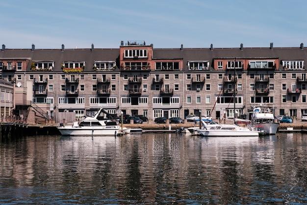 Здания в порту и гавани бостона