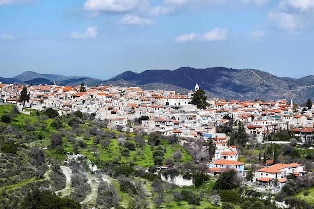 丘の上の旧市街の空撮