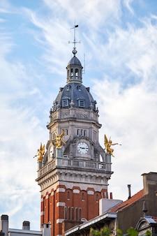 Башня с часами в муниципалитете сен-жиль