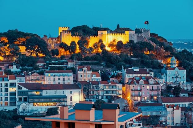 夜のリスボン市