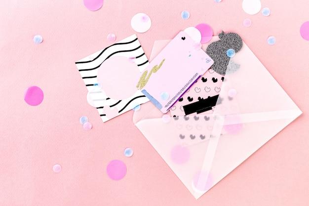 封筒と紙吹雪のギフト券