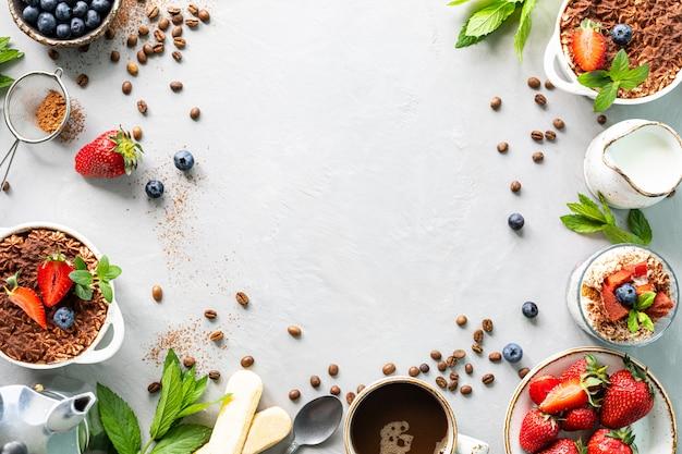 白い背景にアミンの必要なすべての成分を使用したイタリアのデザートティラミスのレシピ。上面図をコピー