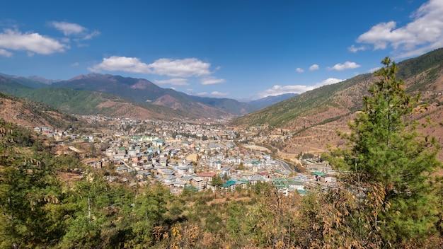 ブータンのティンプー市のパノラマ空撮