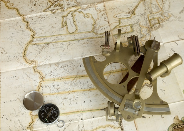 地図、六分儀、コンパス