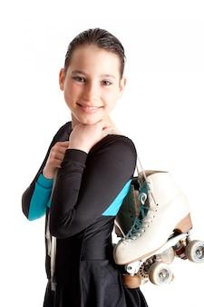 白で隔離ローラースケートを持つ少女