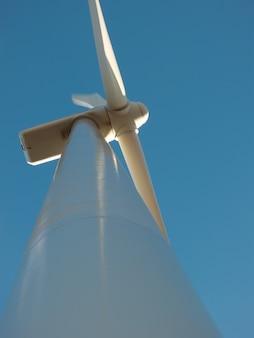 Ветряные турбины на закате