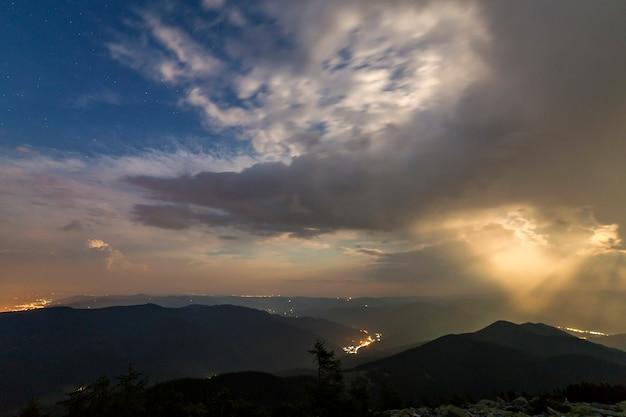 山の夏の夜