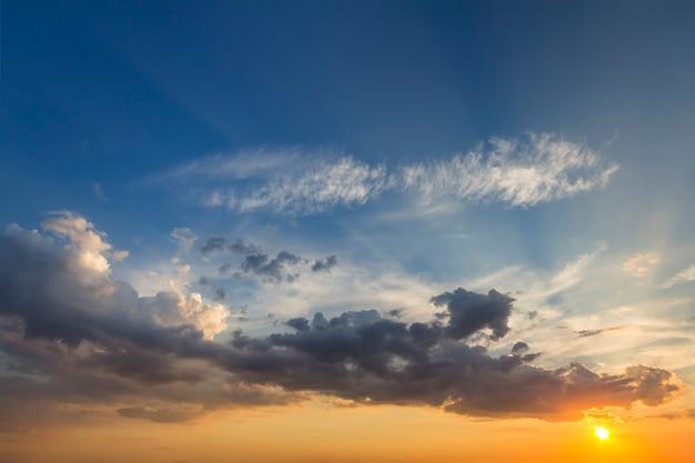 Панорама неба на рассвете или закате.