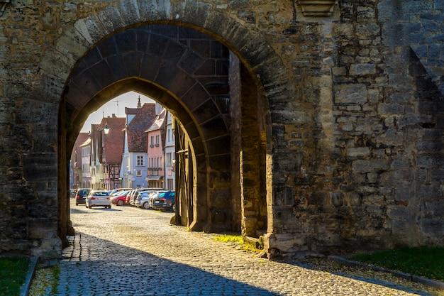 ローテンブルクオプデアタウバー、ドイツの美しい中世都市、有名なユネスコの世界文化遺産、人気の旅行先の古い家