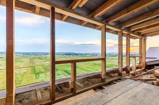 Новое жилищное строительство каркаса дома. внутреннее обрамление строящегося нового дома