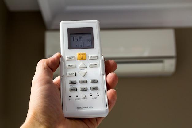 家庭用エアコンの手持ち制御スイッチ