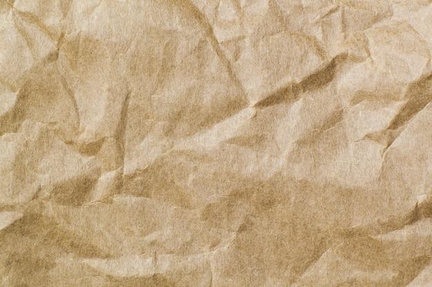 背景に抽象的な茶色のリサイクルしわくちゃの紙。