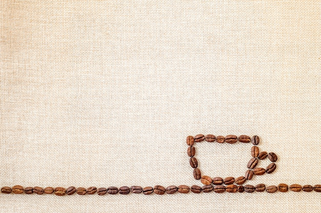 布の背景にコーヒー豆。